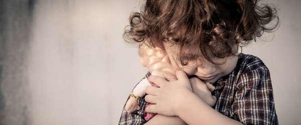 كيف تتعاملي مع طفلك عندما يبكي