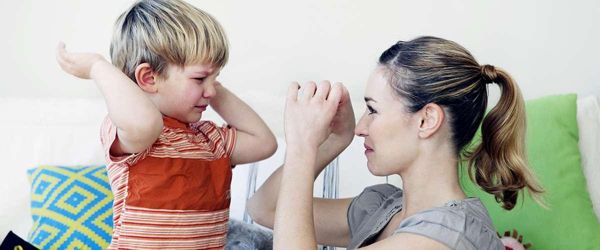 ضرب الطفل لأمه
