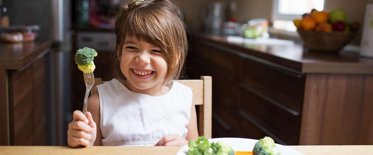 10 نصائح لتشجيع طفلك على أكل الخضروات