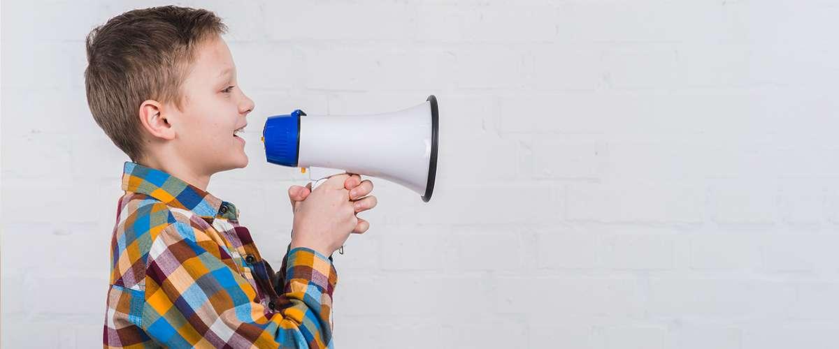 كيف نتخلص من عادة نقل الكلام عند الأطفال