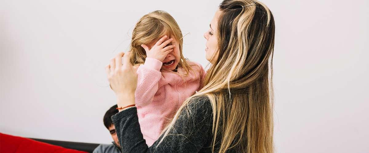 حل مشكلة تعلق الطفل الزائد بأمه في 3 خطوات