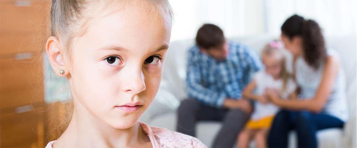 10 علامات تدلّ على أن طفلك يشعر بالغيرة