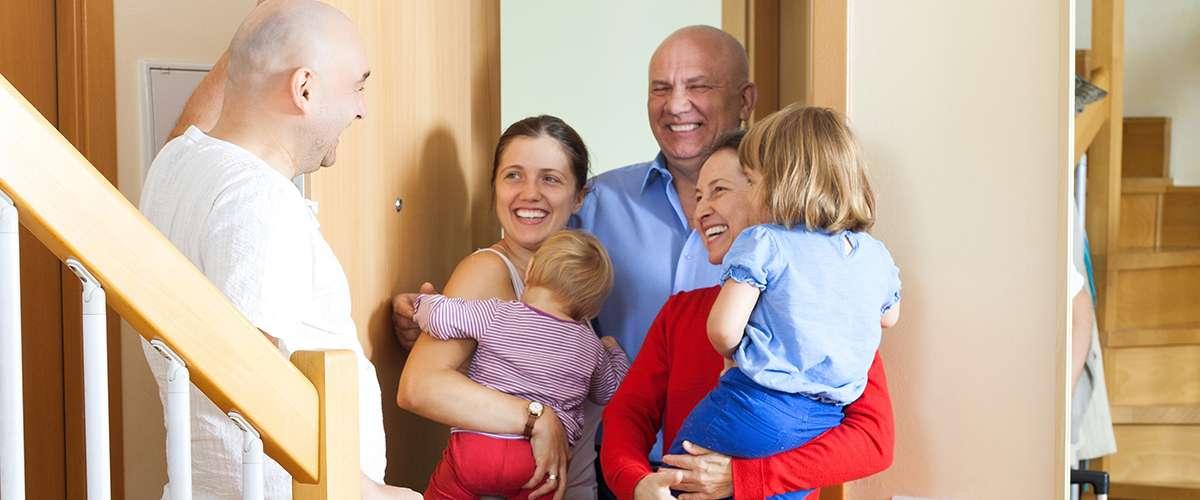 7 خطوات لتعليم طفلي آداب الزيارات