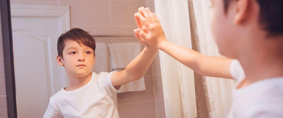 10 طرق تدلّ على عدم ثقة الطفل بنفسه