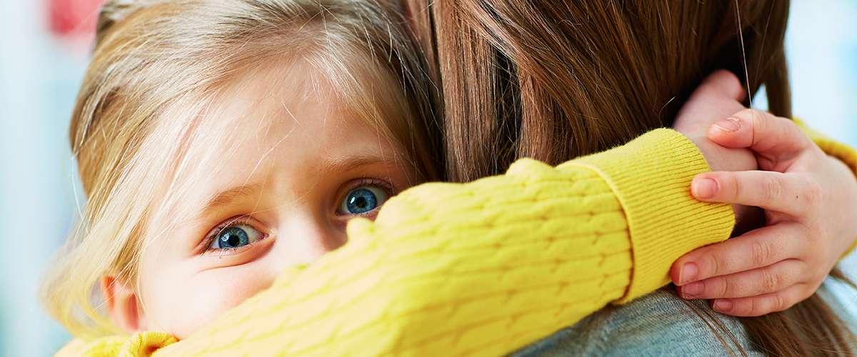 طرق لمساعدة الأطفال في مواجهة الأزمات الصادمة