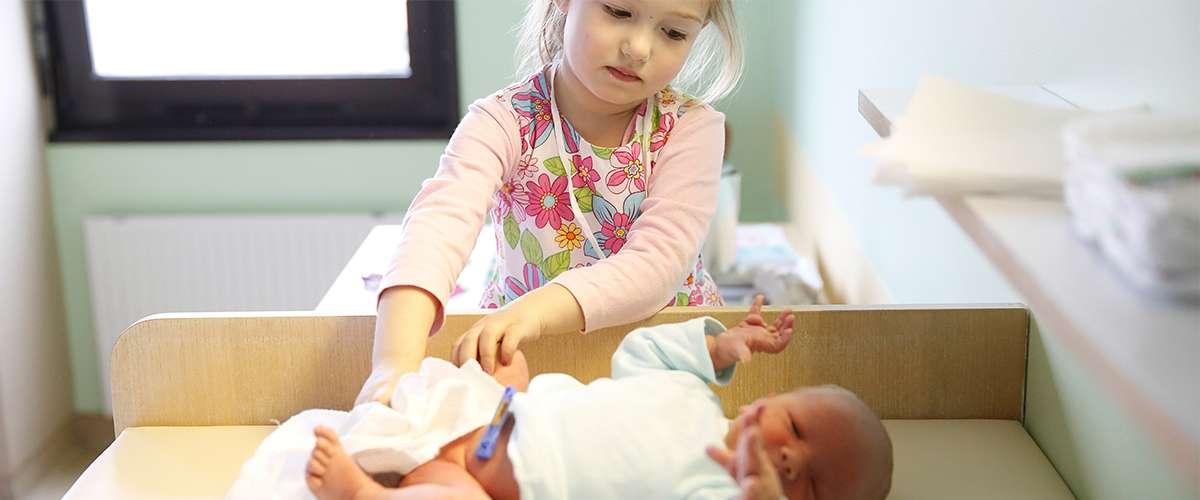 3 طرق للمحافظة على مشاعر الطفل البكر