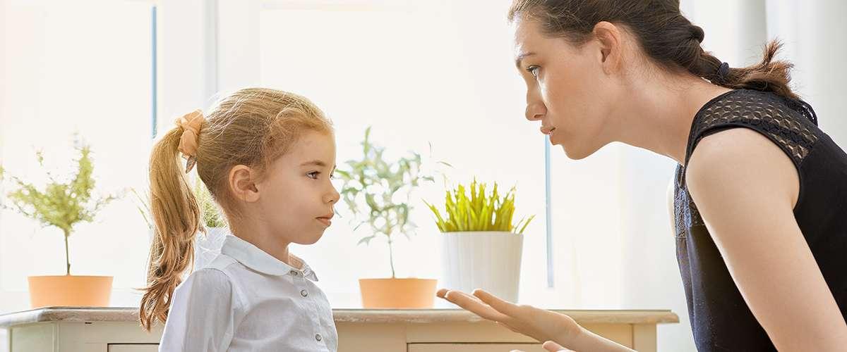 6 خطوات للتعامل مع سلوك طفلي السئ بوجود الضيوف
