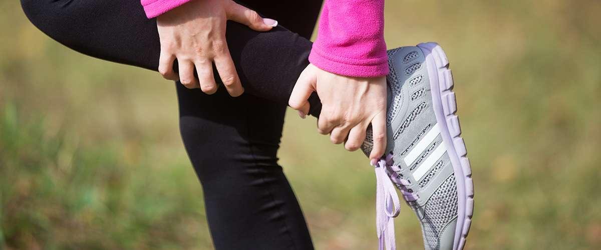 لماذا يحدث تشنّج في عضلات القدم؟