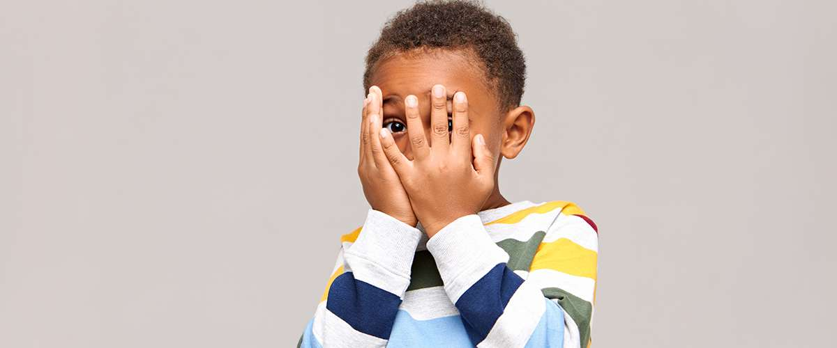 7 مخاطر يتعرّض لها الطفل نتيجة التخويف