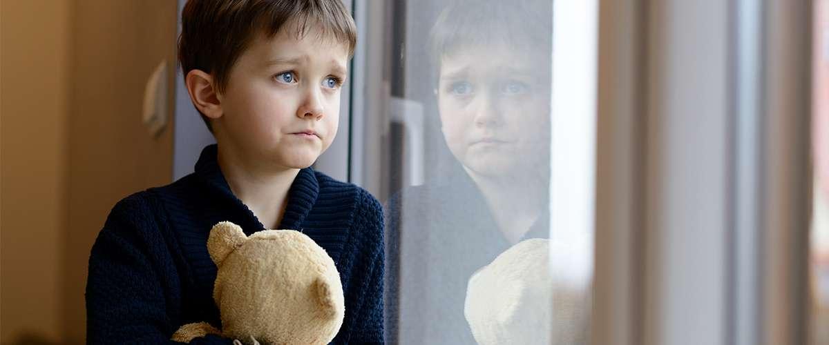 5 علامات تدلّ على أن الطفل يفتقر الحب