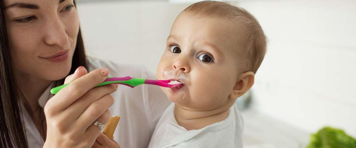 ماذا يأكل الطفل في السنة الأولى