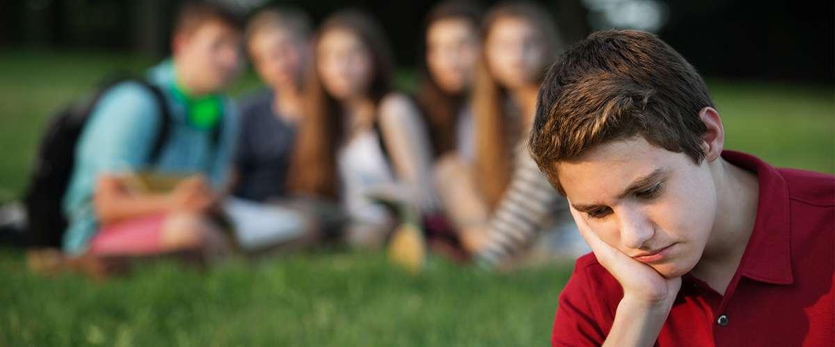 طفلي يعاني من مشاعر الرفض من قبل أصدقائه... ما الحلّ؟