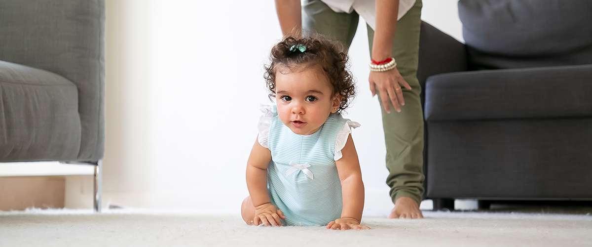 تطوّر الحركات عند الطفل منذ الولادة وحتى 5 سنوات